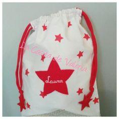 Bolsa merienda estrellitas roja Snack Bags, Drawstring Backpack, Backpacks, Fashion, Afternoon Snacks, Sachets, Stars, White People, Patterns