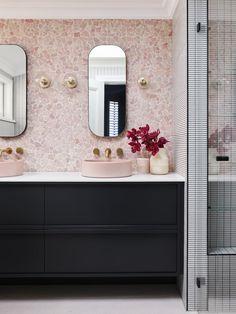 Home Interior Entrance pink terrazzo master bathroom.Home Interior Entrance pink terrazzo master bathroom Bathroom Interior, Small Bathroom, Amazing Bathrooms, Bathroom Decor, Bathroom Design, Marble Wall, Penny Round Tiles, Pink Bathroom, Small Bathroom Decor