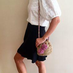 "38 Beğenme, 4 Yorum - Instagram'da Design by Feroni (@designbyferoni): ""Çuval tipi omuz çanta Fiyat:50tl #designbyferoni #weareknitters #handmade #spagettiyarn #penyeip…"""