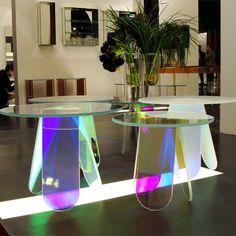 Miroitante de mille reflets iridescents, la table basse Shimmer, imaginée par Patricia Urquiola pour Glas Italia, est un objet magique et fascinant. http://www.uaredesign.com/table-basse-shimmer-52-glas-italia.html #tablebasse #design #furniture #salon décoration intérieure