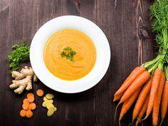 Möhren-Ingwer-Suppe nach einem Rezept von Cornelia Poletto | http://eatsmarter.de/blogs/cornelia-polettos-kochschule/moehren-ingwer-suppe