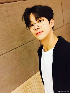 guess the idol wearing glasses! Asian Boys, Asian Men, K Pop, Kim Ro Woon, Neoz School, Kim Young, Chani Sf9, Sf 9, Shot Hair Styles