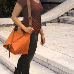 Hobo, dans l'ensemble de corps de sac en toile stonewashed avec détails en cuir, Arlequin inOrange fait pour commander