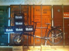 We call it the Fritz Kola bike - transport up to 12 boxes with this Omnium Cargo bike. Available exclusive at AHOI VELO CARGOBIKES in Hamburg.