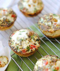 muffins de legumes - fazer a massa com ovo, leite e um pouco de farinha