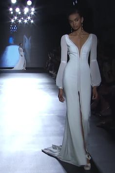 "Rosa Clará ""Madona"" - Beautiful Slit Sheath Wedding Dress / Bridal Gown with V-Neck Cut, Long Sleeves, V-Back Cut and a Train. ""Rosa Clará Couture"" Collection 2019 Runway by Rosa Clará Dream Wedding Dresses, Bridal Dresses, Prom Dresses, Formal Dresses, Summer Dresses, Long Dresses, Couture Dresses, Fashion Dresses, Haute Couture Gowns"