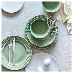Plates And Bowls, Side Plates, Green Plates, Ikea Dinnerware, Table Color, Catalogue Ikea, Green House Design, Ikea Usa, Four Micro Onde