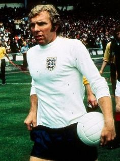 Bobby Moore England 1970 Retro Football, Vintage Football, Football Soccer, Jimmy Greaves, Bobby Moore, England Players, England National, England Football, West Ham