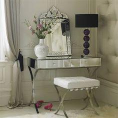 Espelho veneziano e penteadeira