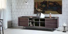Design:  E-ggs. Madia in legno o laccata ispirata al modernariato.