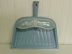 NICE Vintage Baby Blue Metal Dustpan w/ White Flower Design, Original Paint, Hanging Handle - Vintage Travel Trailer and Home Decor