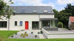 Modern farmhouse in Glenfarne, Co. Leitrim, designed by McCabe Architects Bungalow Exterior, Modern Farmhouse Exterior, House Designs Ireland, Cottage Windows, Contemporary Architecture, Contemporary Decor, Romantic Cottage, Modern Barn, Cottage Design