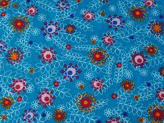 Fleurs Stylisées sur fond bleu : Tissus à thème par route-des-tissus
