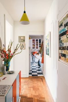 Every room in the apartment is flooded with natural light and decorated with objects that are meaningful to Josephine. The hallway features two monoprints by artist Mel Bochner that Josephine obtained while working at New York City's Two Palms studio, where she was employed from right after college until a few years ago. #dwell #rental #apartment #brooklyn Small Space Design, Small Spaces, Modern Hallway, Hallway Decorating, Signature Style, Innovation Design, Storage Solutions, Space Saving, Gallery Wall