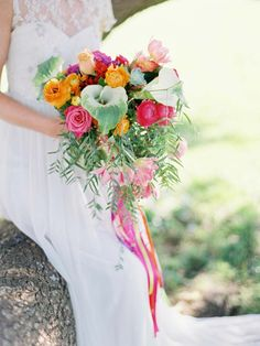 Mexican Fiesta #Wedding Inspiration on the Modern Wedding blog // #Flowers by Merci Bouquet, We Are Origami Photography