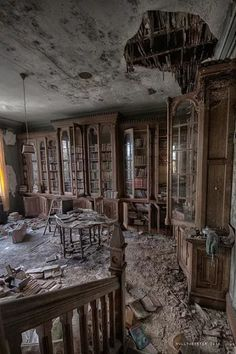 A library book lasts as long as a house. I love these photos of old abandoned buildings! Who could leave all these books? Related posts:Urbex Château VerdureSummer afternoons by Laurentzi Martinez Morilla on Abandoned Library, Old Abandoned Buildings, Abandoned Mansions, Old Buildings, Abandoned Places, Abandoned Detroit, Old Mansions, Beautiful Buildings, Beautiful Places