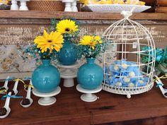 Decoração de Chá-Bar feito pela Mel Pitanga Eventos nos tons de amarelo e azul tiffany, criando um ambiente alegre e super charmoso. Não deixe de conferir: Shades Of Green, Blue Green, Yellow, Cha Bar, Desert Table, Open House, Decoration, Mint Weddings, Party