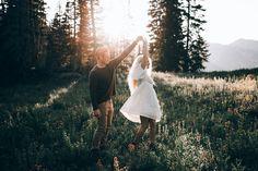 Pareja bailando. Mujeres que propusieron matrimonio a sus parejas.