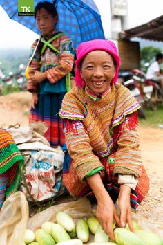 Flower hmong women on market day by Tristan Kwant on 500px