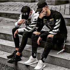 mens Jeans – High Fashion For Men Mode Streetwear, Streetwear Fashion, Men Looks, Men Street, Street Wear, Jean Shirt Men, Der Gentleman, White Jeans Outfit, Ripped Jeans Men