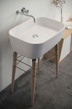 ray bathroom ceramic washbasin by michael hilgers