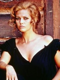 claudia cardinale once upon a time in the west - her hair is so fabulous in this film Claudia Cardinale, Mafia, Sophia Loren, Claudia Michelsen, Divas, Katharine Ross, Gangster Films, Sergio Leone, Charles Bronson