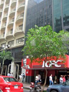 Guayaquil: fast food restaurant, the general (KFC)