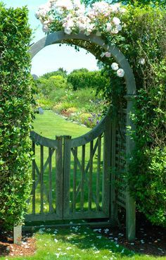 46 amazing pergola garden gate suggestions - gartentor-circular arch roses-with- - Garden Archway, Garden Doors, Garden Entrance, Archway Decor, House Entrance, Dream Garden, Garden Art, Nail Garden, Garden Oasis