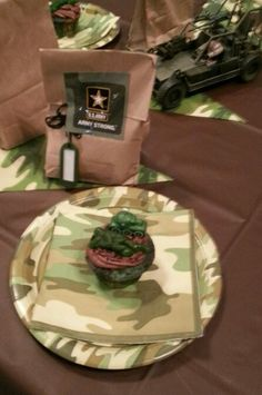 Ethan's Army party camo cupcakes and goody bag Camo Cupcakes, Camouflage Party, Army Party, Goodie Bags, Nerf, Goodies, Guns, Parties, Party Ideas
