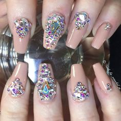 89 Nail designs decorated with very elegant stones - Womenform. Glam Nails, Fancy Nails, Bling Nails, Nude Nails, Pretty Nails, My Nails, Fabulous Nails, Perfect Nails, Amazing Nails
