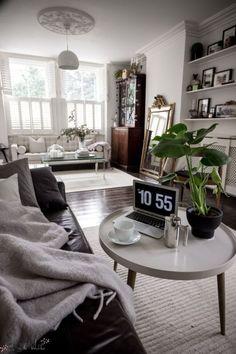 Living Room Setup, Narrow Living Room, Narrow Rooms, Small Living Room Design, Small Apartment Living, Living Room Interior, Living Room Furniture, Living Room Designs, Small Apartments