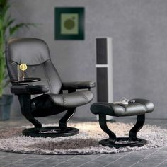 Epitomising the very essence of Stressless design, the simple lines and Scandinavian styling of the Stressless Ambassador recliner bring a stately and refined touch to your living room decor. Simple Lines, Recliner, Scandinavian, Living Room Decor, Chair, Furniture, Touch, Design, Home Decor
