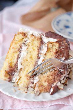 Almond Joy Cake | MamaGourmand - #myrecipemagic #dessert #cake