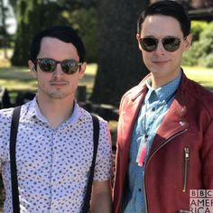 Elijah Wood and Samuel Barnett Dirk Gently Bbc, Series Movies, Tv Series, Samuel Barnett, Dirk Gently's Holistic Detective, Everything Is Connected, The Magicians, Memes, Pretty People