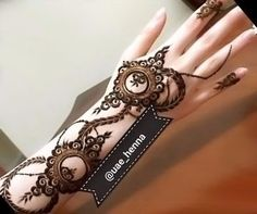 This extraordinary henna design will definitely be a winner on the party