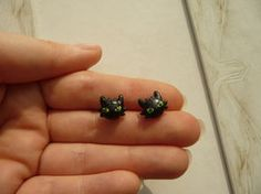 tiny_handmade_toothless_earrings_by_nelimae-d7y5xm5.jpg (267×200)