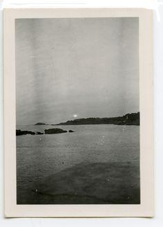my secret beach Old Photos, Vintage Photos, Vintage Photographs, White Aesthetic, Art Plastique, Film Photography, White Photography, Art Inspo, Line Art