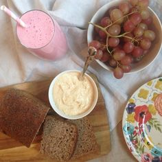 Rye bread, homemade cumin hummus, red grapes and a dairy free raspberry thick shake made with @rudehealth oat milk, dairy free coconut yogurt, raspberries & raw rice syrup!