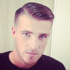 Undercut Shaved Hair for Guys - Frisuren Undercut Hairstyles, Cool Hairstyles, Mens Hairstyles 2014, Short Hair Cuts, Short Hair Styles, Shaved Hair, Shaved Undercut, Moustaches, Fade Haircut