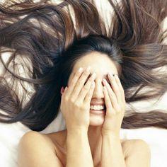 Haarkleuringen, stijltangen, haarproducten maken je haar droog en frizzy.Met deze twee haarmaskers heb je in no time weer glanzende lokken.
