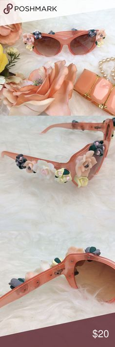 Flower rim sunglasses in peach Adorable, whimsical floral fashion sunglasses have a great vintage, pinup, or retro appeal and a great statement piece for an outfit. Rose flowers are screwed to the frame, not glued. Flowers have a porcelain look, but frame and flowers are a polycarbonate material. New, never worn. Not interested in trades. V                                        Size:  Frame width: 17cm  Frame height: 5cm Lens width: 5.5cm Temple Length:13cm Accessories Sunglasses