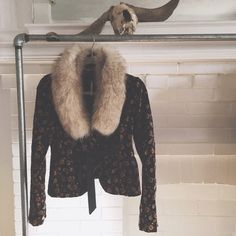 """VINTAGE/ fox fur collar ⱝ light, sandy brown ⱝ detachable fur collar  ⱝ authentic fox ⱝ lined with purple satin ⱝ super plush and warm ⱝ roughly 29"""" x 5"""" ⱝ excellent vintage condition ⱝ free people jacket sold separately   » I NO LONGER LOWER MY PRICES, BUT OFFERS ARE ABSOLUTELY WELCOMED  » UNLESS ITS FOR A BUNDLE, I WILL NOT RESPOND TO OFFERS IN COMMENTS   » I WILL MAKE A NEW LISTING FOR DISCOUNTED SHIPPING Free People Accessories"""