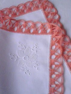 >>>Nr. 4 >>>The handkerchief with crocheted, orange lace made in the final petal decorated embroidery. A nice gift for a woman. Dimensions 31 x 31 cm. Available 1 piece. Price 80 PLN + shipping >>>TA/