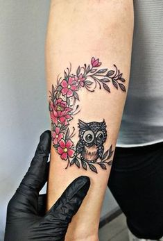 50 of the Most Beautiful Owl Tattoo Designs and Their Meaning for the Nocturnal Animal in You - Tattoo's - Tatouage Owl Tattoo Design, Tattoo Designs, Watercolor Owl Tattoos, Owl Tattoo Drawings, Cute Owl Tattoo, Owl Tattoo Small, Sister Tattoos, Tattoos For Guys, Tattoos For Women