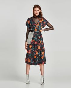 Slip this floral midi dress over a sheer top + get ready to slay the wedding guest scene. High Street Fashion, Street Style, Zara Outfit, Jumpsuit Dress, Dress Skirt, Skirts For Sale, Floral Midi Dress, Mi Long, Jumpsuits For Women