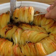 les meilleures pommes de terre rôties croustillantes – Délices de cuisine My Recipes, Cooking Recipes, Food Fantasy, Zucchini, Garlic, Chips, Food And Drink, Potatoes, Meat