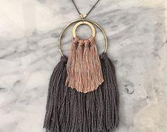 Nr. 1 / / Faser-Halskette / / Tassel von wildcolumbinetextile