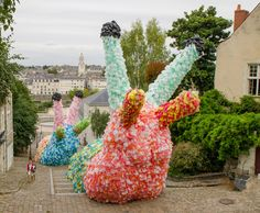 giant slugs sculptures made from 40,000 plastic bags by florentijn hofman