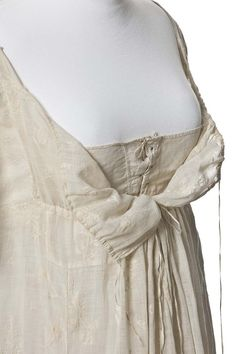 1790-1799 ca. Dress of Brocade Linen, French. Shows the drawstring bodice opening, plus the front fastening undergarment. There is a second drawstring gathering the high waist. When all this was opened, it would have been easy to undress without assistance. via lesartsdécoratifs.fr suzilove.com