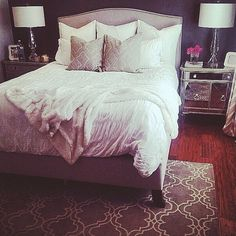 We love @lavieestebelledesign's beautiful bedroom. Features our Borghese Mirrored Side Chest & Virginia Frames.
